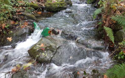 Instal·lem aforadors per mesurar els cabals adaptats a rius i surgències